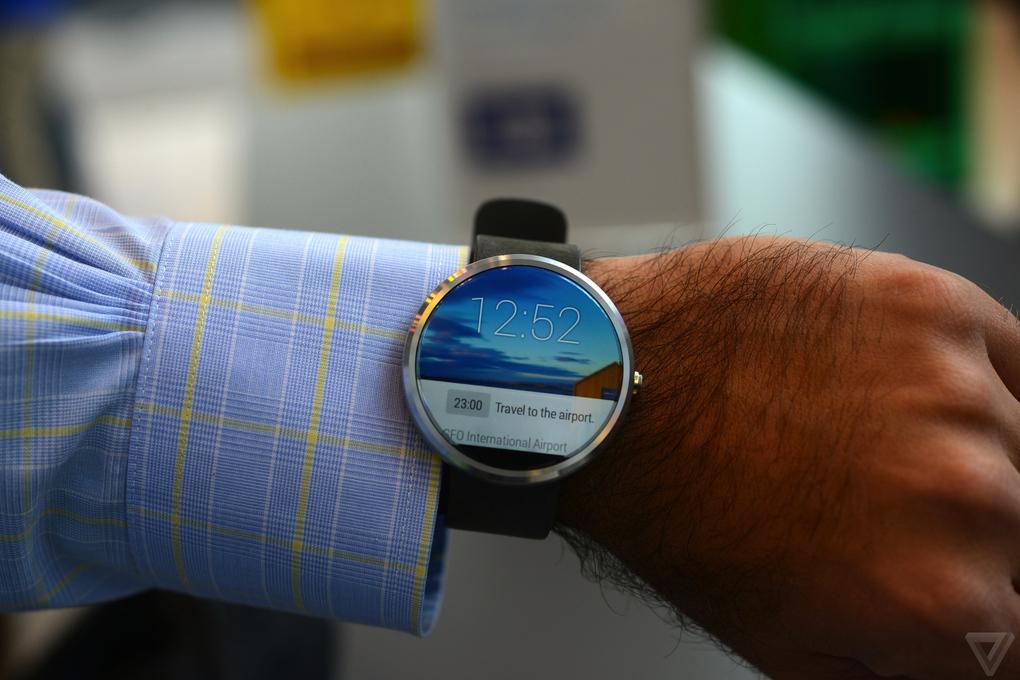 умные часы от Motorola