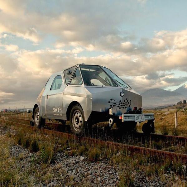 транспорт,ретро-автомобиль, Необычный ретро-автомобиль путешествует по заброшенным железным дорогам Мексики
