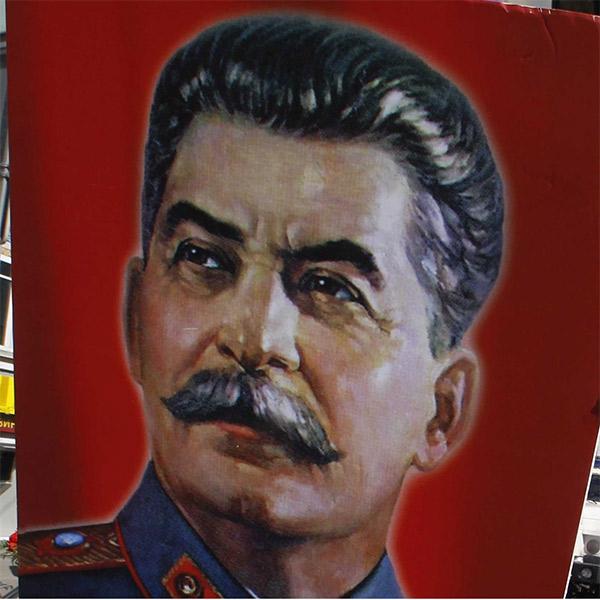 политика,диктатура,социология, Диктаторы, которых до сих пор почитают как героев