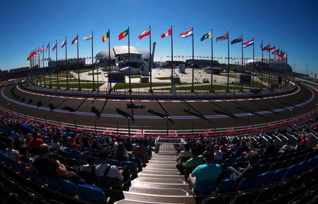 Обзор игры F1 2015: основные преимущества и недостатки