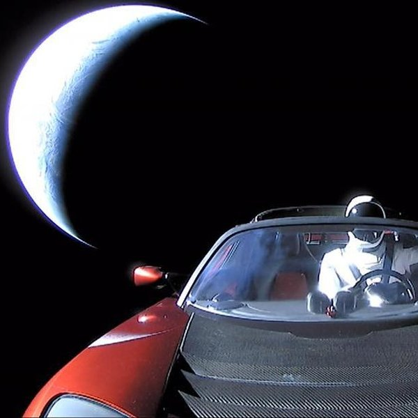 SpaceX, космос, планета, Что происходит с «Теслой» в космосе?