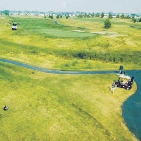 дрон,беспилотник,авиация, Дроны доставляют гамбургеры на головы игроков в гольф